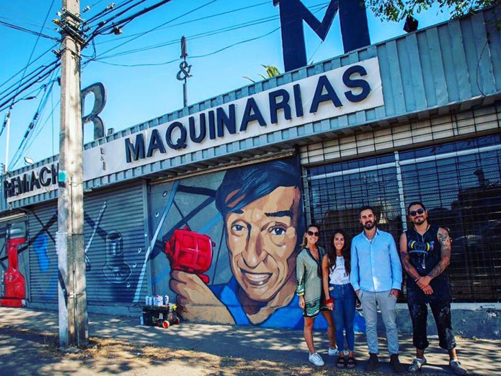 Hermoso Mural en Remaches y Maquinarias